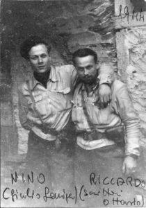 12 - Giulio Seniga (Nino) con con il comandante partigiano Riccardo Scrittori (Ottavio) in val D'Ossola nel 1944