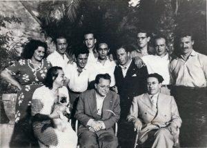 18 - Agosto 1948 Frattocchie. In prima filaTogliatti. Secchia e la moglie Alba. Prima da sinistra in piedi Mira Ronco, mamma di Anita Galliussi.