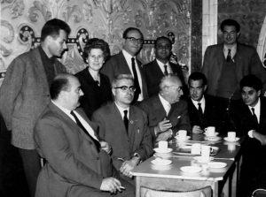 25 - Delegazione italiana al congresso del Labour Party nel 1958. (riconoscibili da sinistra Seniga, Doris Heffer, Ugoberto Alfassio Grimaldi, Antonio Landolfi, Eric Heffer