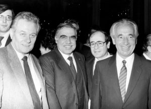 32 - Israele anni 80 Giulio Seniga con Shimon Peres